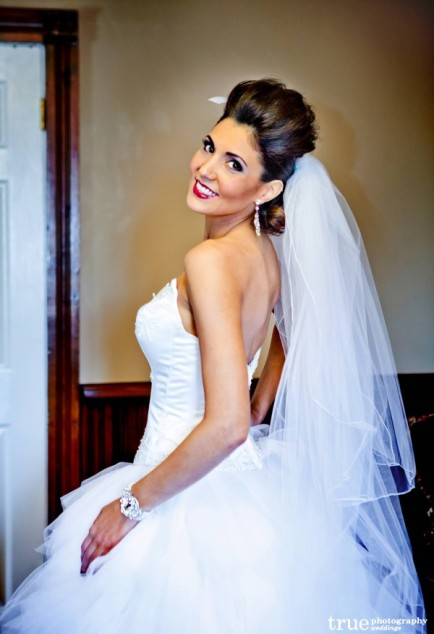 bold-bridal-makeup-81-9
